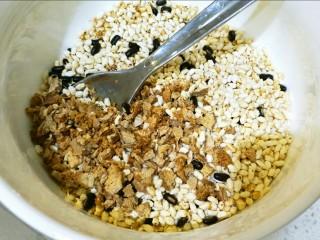 健脾开胃糯米藕,山药,糯米,赤小豆均匀。