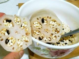 健脾开胃糯米藕,两节藕都灌满,可以用牙签捅一捅,这样能更实称一些。
