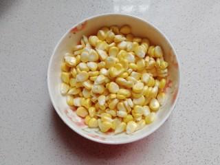 香浓奶香玉米汁,掰成玉米粒备用;