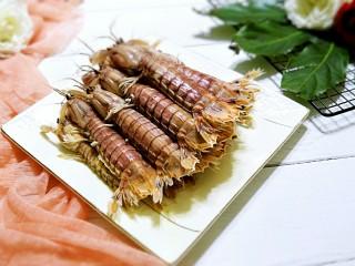 清蒸皮皮虾,装盘,上桌。