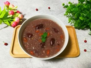 腊八粥+甜蜜红枣枸杞花生芝麻葡萄干薏米粥