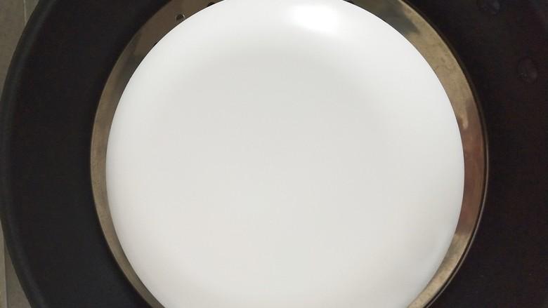 #宝宝辅食#奶酪馒头蒸蛋,盖个盘子,冷水上锅蒸,中火烧开,改小火蒸20分钟即可