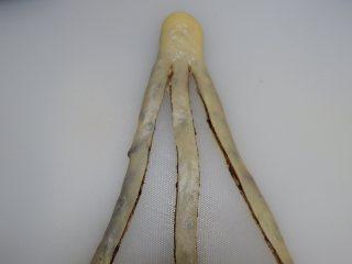 豆沙辫子面包, 用面包板把面片切成三股,头上不要切断了