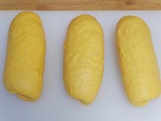 营养南瓜吐司,依次做好,盖上保鲜膜在松弛15分钟