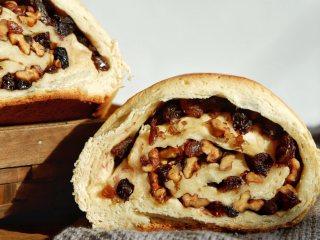 新疆大列巴,烤的時候滿屋香氣,饞到不行,餡料滿滿的