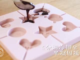 12m+话梅棒棒糖(宝宝辅食),倒入模具,5分满~(没有个带缺口的锅哈,会拉出点丝,硬了一戳就掉,没事哈)