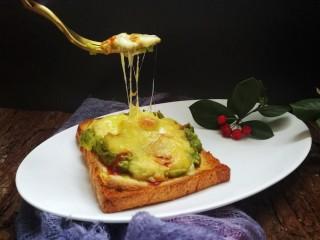 快手早餐~牛油果土司披萨,漂亮的拉丝,美味又营养哦😊