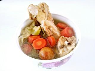 霸王花猪骨汤🐷,清甜的霸王花骨头汤好了😁想不想喝!
