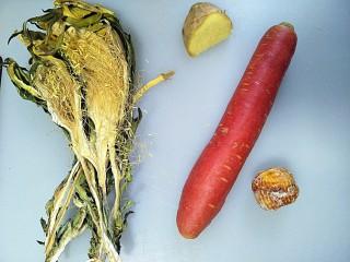 霸王花猪骨汤🐷,准备好霸王花,生姜,胡萝卜,蜜枣