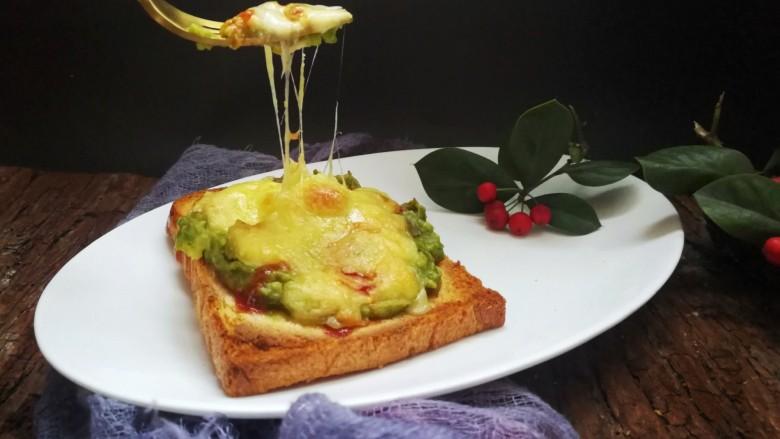 快手早餐~牛油果土司披萨
