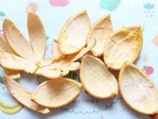 香橙抹茶戚风蛋糕,橙皮剥开