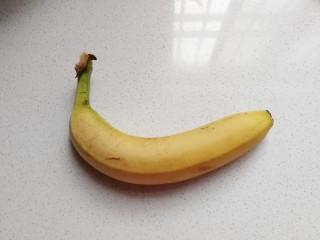 花朵飞饼香蕉卷,准备香蕉一根;