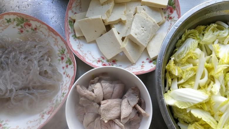零基础家常炖菜之白菜粉条炖豆腐