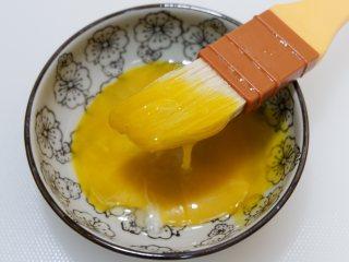 枣泥一口酥,一个蛋黄兑一勺。