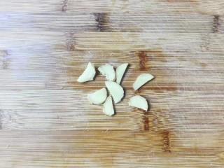 鲜鲜脆脆青葱炒篙瓜,姜切片