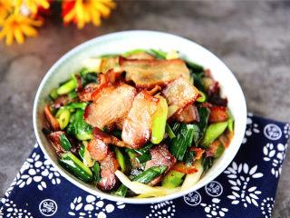 蒜苗炒腊肉,美味可口,酸香扑鼻。