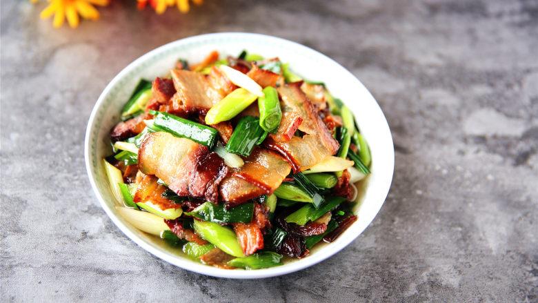 蒜苗炒腊肉,腊肉晶莹剔透,肥而不腻。