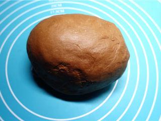 网红脏脏包,和面15分钟后,放入黄油,重新开启在和面15分钟。直至揉成光滑面团,可以拉开会断开的膜就可以了,随后裹上保鲜膜,放在冰箱冷藏松弛20分钟。