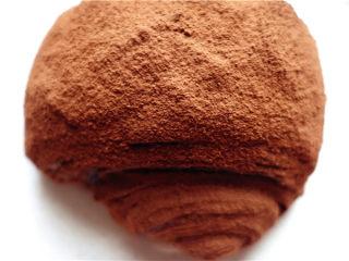 网红脏脏包,撒上可可粉,网上脏脏包就做成了。