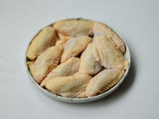 黑椒烤中翅,鸡中翅洗净控干水分