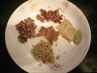 猪皮冻,准备调味料,花椒,八角,桂皮,小茴香,香叶