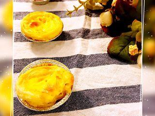经光波烘焙的三种口味迷你蛋挞,原味蛋挞外酥内软,口感鲜嫩。水果蛋挞带有自然果香,品尝果粒时口感更加丰富味美。