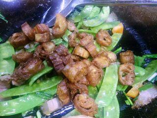 #创意油条新吃法#腊肉脆油条_1520524277417,再放入炸好的油条节把腊肉和所有食材炒匀