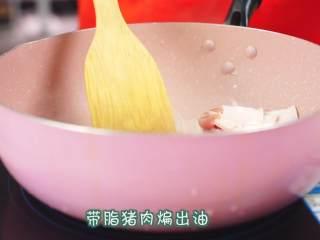 干锅千页豆腐, 告别一个人吃火锅的寂寞,一道可以拯救单身狗家常菜*婷姐新煮意,接下来将剩下的带脂猪肉放入锅内,