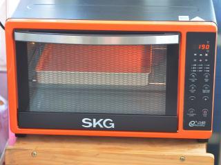 红丝绒蛋糕卷,烤箱190度,烘烤15分钟。