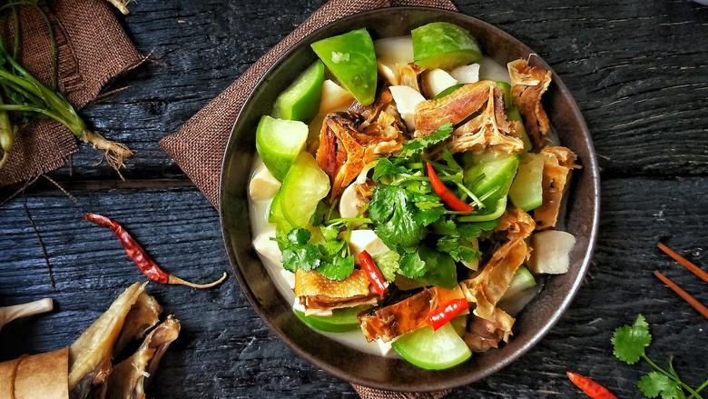 腊板鸭焖杏鲍菇萝卜