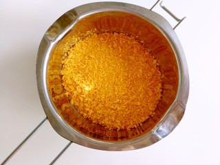 香菜芝士饭团~剩米饭也有春天,面包糠倒到较深的容器里