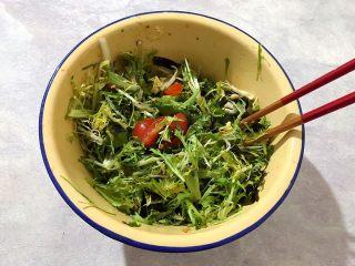 健康饮食の凉拌爽口小菜~苦菊裙带菜,搅拌均匀,即可