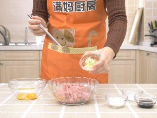 自制午餐肉,加入葱姜末