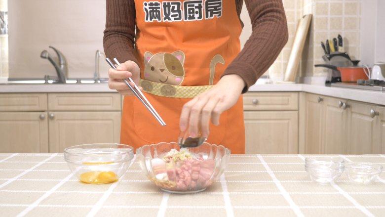 自制午餐肉,加入<a style='color:red;display:inline-block;' href='/shicai/ 692'>酱油</a>