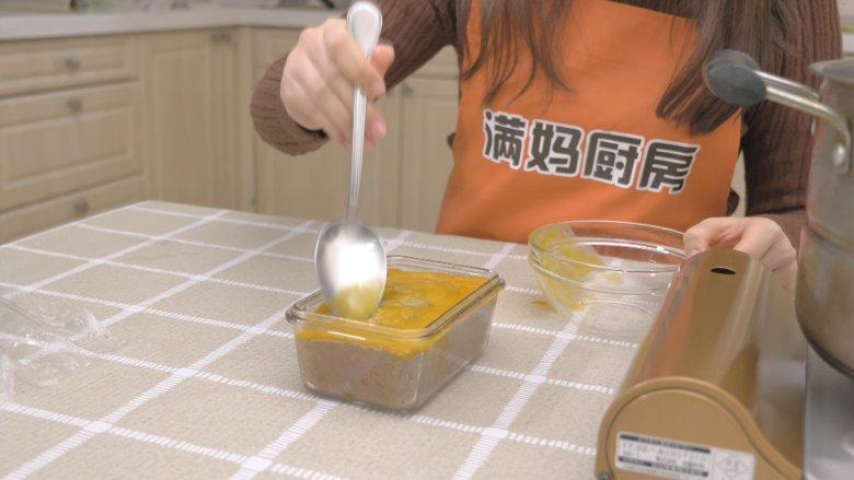 自制午餐肉,表面淋上一层蛋黄