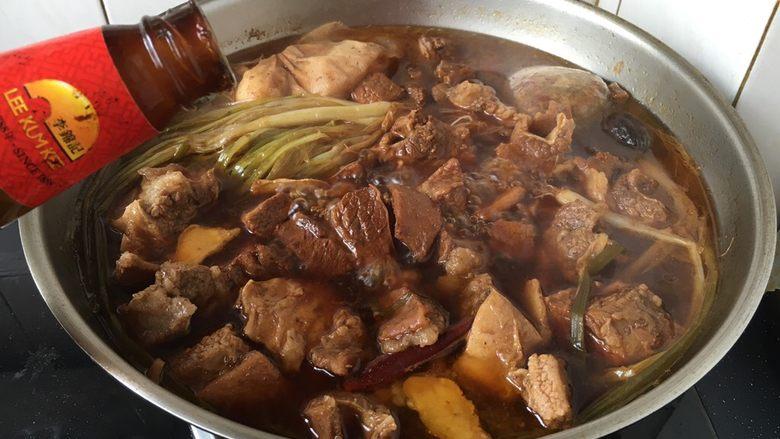 补血益气 强筋健骨 山药烧牛肉(附红烧牛肉详细做法),随后倒入20g左右蚝油提鲜。