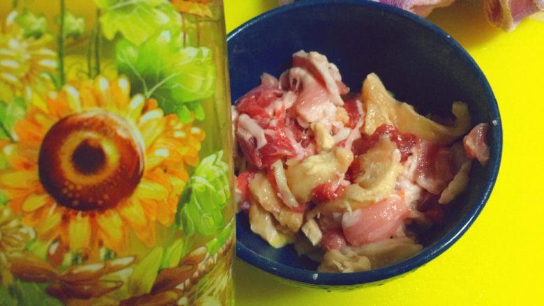 简单又粗暴的诱惑★麻辣香锅,最后裹上一层食用油。防止糊锅。