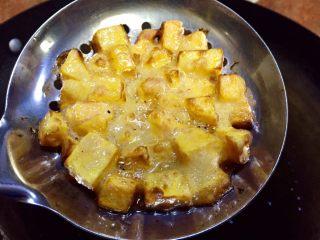 记忆里的香甜红薯饼,炸至金黄色,表皮开始变脆
