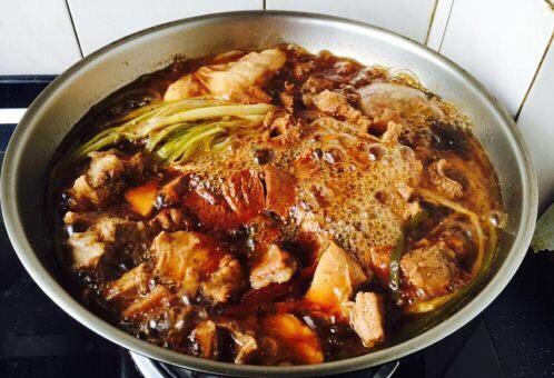 补血益气 强筋健骨 山药烧牛肉(附红烧牛肉详细做法),这是炖45分钟后的效果图,然后改大火,收汁(稍稍收汁,让汁浓稠些即可)。