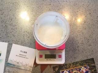蔓越莓曲奇餅,先把準備工作做好,打糖粉。 我都是買的細砂糖,然後用料理機打糖粉。 但,市售的糖粉和自己打的糖粉成分是不同的,請知悉!市售的糖粉為了防止上潮結塊,會添加少許澱粉在裡面。