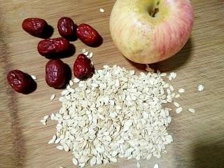 苹果红枣燕麦粥,准备食材。