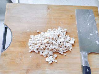 生菜豆腐肉沫羹,豆腐片切丁。