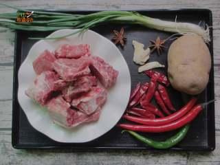 土豆烧排骨,准备食材