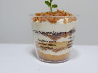 剩余麦芬大变身—可可脆片奶油蛋糕杯,来看看侧面,是不是也很棒~