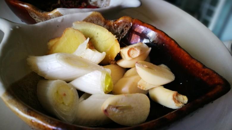 家宴菜谱~鸡鸭鱼肉之毛血旺,葱姜蒜瓣