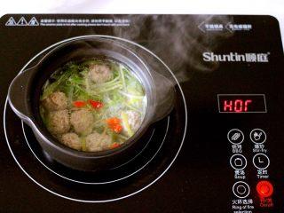手工肉丸萝卜丝煲,营养丰富又健康美味的肉丸萝卜丝煲就做好了