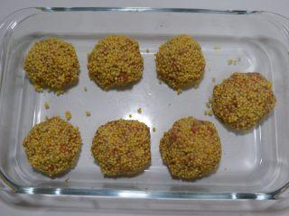 宝宝辅食—大黄米猪肉丸,依次做好摆入盘中。