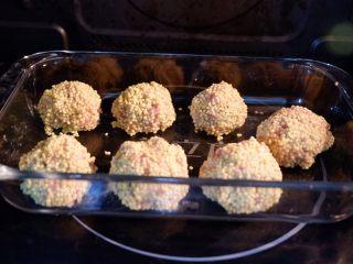 宝宝辅食—大黄米猪肉丸,放入蒸锅或者蒸箱,蒸15分钟即可。