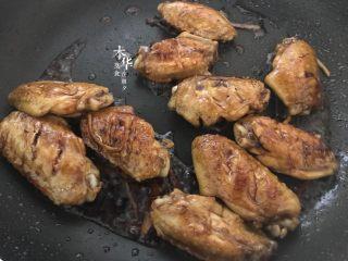 可乐鸡翅(懒人版),炒均匀。