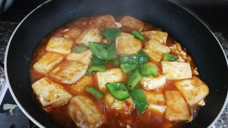 茄汁豆腐,放上青椒拌均匀即可出锅